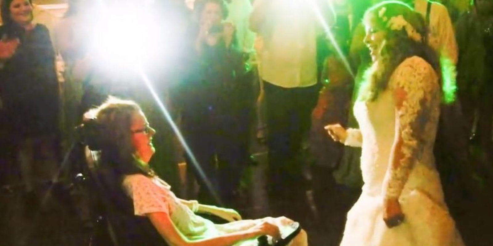 Y la madre pudo compartir ese momento con su hija Foto:Reuben Castro/Youtube Anthony Carbajal