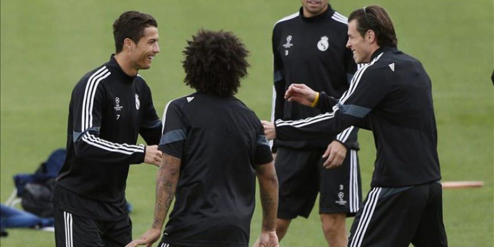 Los jugadores del Real Madrid Cristiano Ronaldo, Marcelo, Bale y Pepe durante el entrenamiento del equipo, hoy en Valdebebas, de cara al partido de la Liga de Campeones que disputarán mañana, martes, frente al Liverpool en el estadio Santiago Bernabéu. EFE