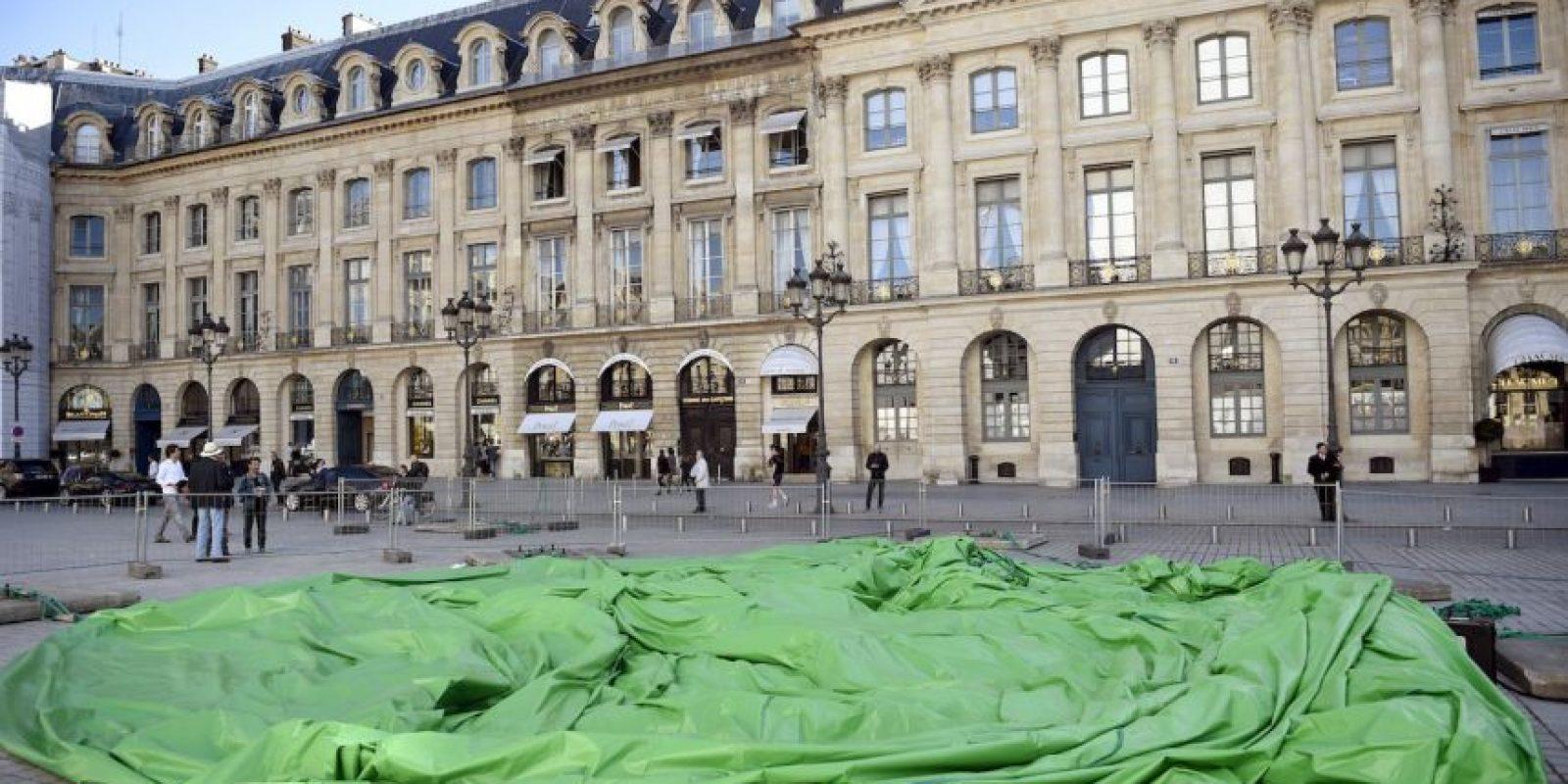 McCarthy recibió agresiones físicas por parte de los parisinos una vez instalada la obra. Foto:AFP