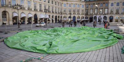 El autor de la obra había indicado al diario francés Le Monde que se había inspirado tanto en un juguete sexual como en un árbol de navidad. Foto:AFP