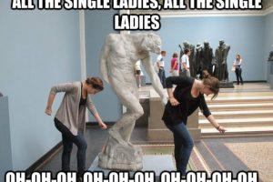 Hasta las estatuas imitan los pasos de Beyoncé Foto:YourOwnMeme