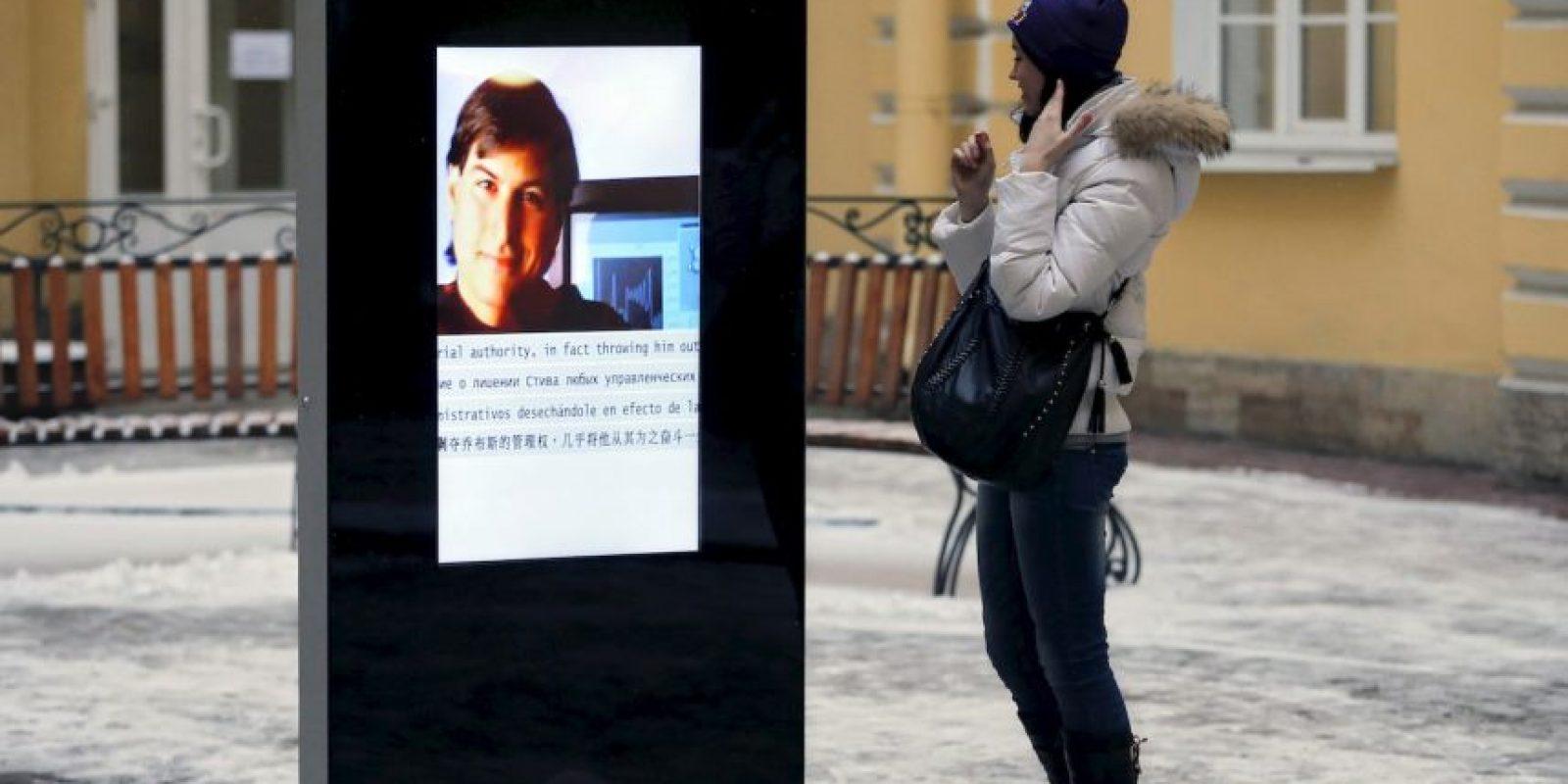 Mientras, hoy en Rusia desmantelaron el monumento que había en honor al fallecido Steve Jobs. Foto:AP