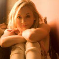 Su papel cada vez toma más fuerza en la serie Foto:Facebook Emily Kinney