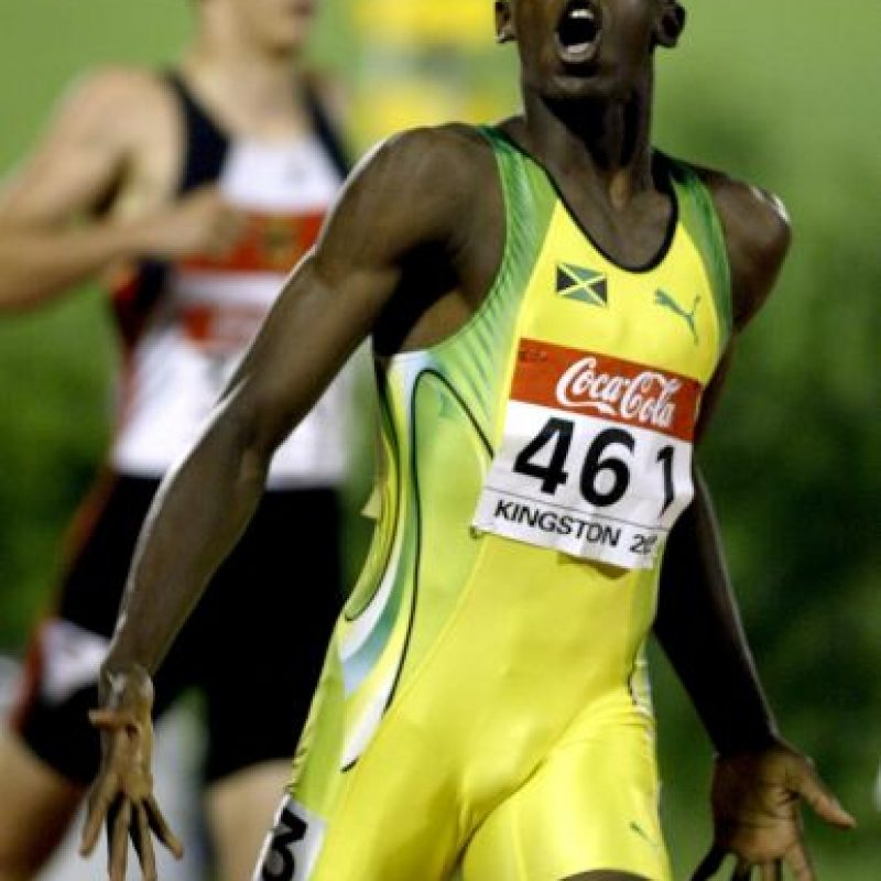 Así festejaba Usain Bolt después de ganar los 200 metros, durante el Campeonato Mundial Junior, en 2002 Foto:Getty