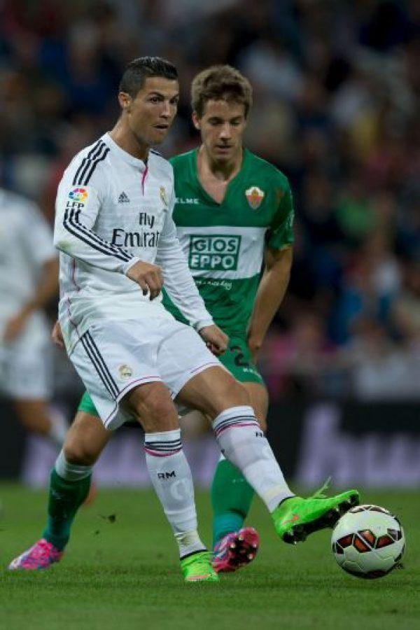 En dos ocasiones anotó con el pie izquierdo Foto:Getty