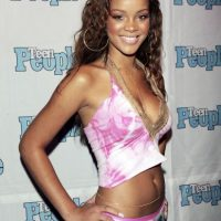 "Rihanna, en sus comienzos, en 2005. Su primer álbum se llamó ""Music of the sun"" Foto: Getty Images"