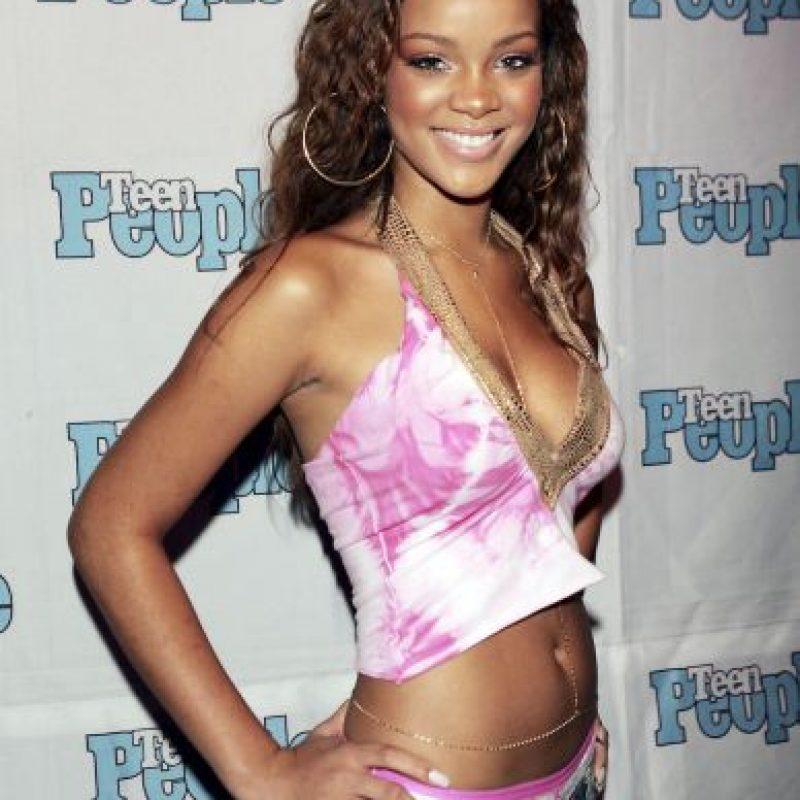 """Rihanna, en sus comienzos, en 2005. Su primer álbum se llamó """"Music of the sun"""" Foto:Getty Images"""
