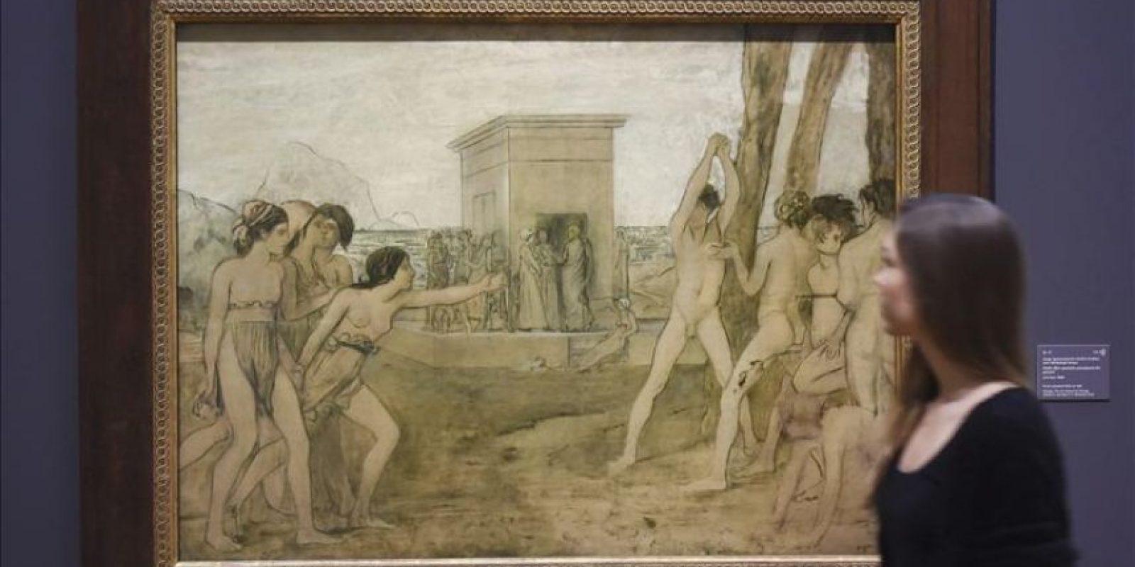 """Una mujer observa la obra """"Jóvenes Espartanas provocando a los jóvenes"""" (1860) de Edgar Degas que se muestra en la exposición """"Degas, Clasicismo y Experimentación"""" en el Staatliche Kunsthalle en Karlsruhe (Alemania) hoy. EFE"""
