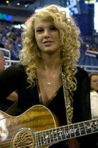 Así era Taylor Swift, cuando comenzaba en el country. Su álbum debut tiene su nombre y fue lanzado en 2006 Foto:Getty Images