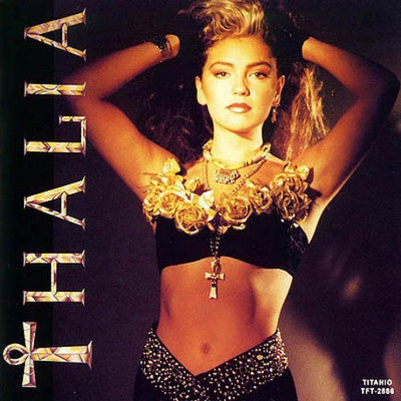 """Thalía se forjó desde muy joven en el mundo del espectáculo mexicano. Su primer álbum, """"Thalía"""", se lanzó en 1990 Foto:Coveralia"""