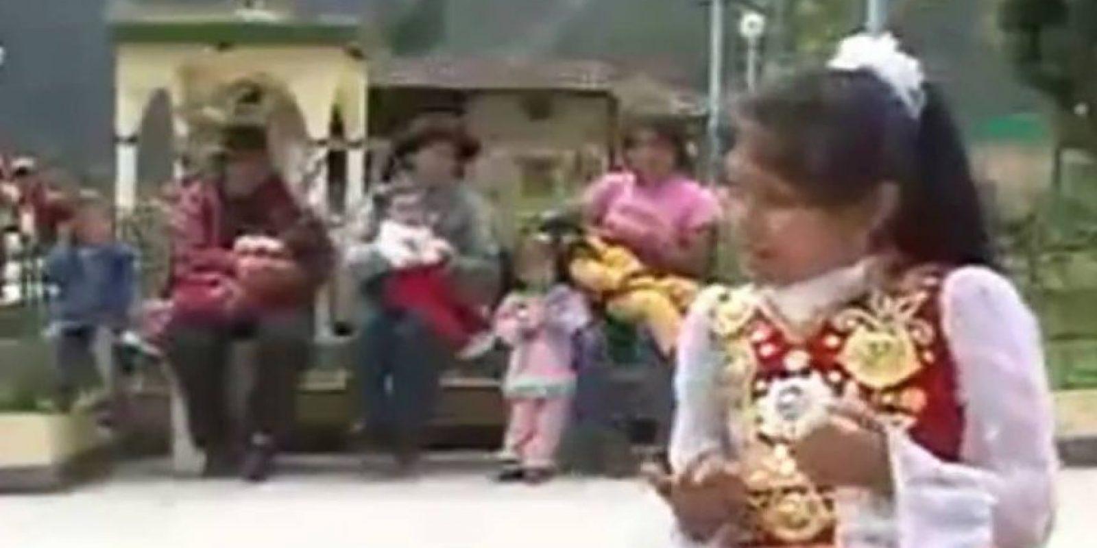 """Wendy Sulca cantando """"La Tetita"""", popularizada en 2011. El video se lanzó en 2005. Foto:Youtube"""