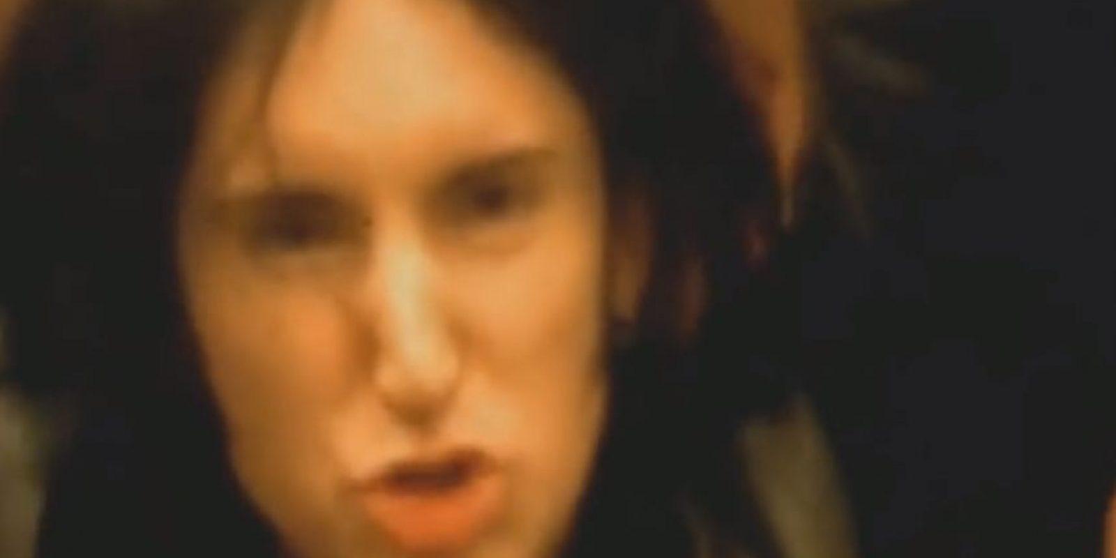 """Trent Reznor era la sexy oscuridad y nueva cara del rock industrial en los 90. Aquí se le ve en el video de """"Closer"""". Es del álbum de 1994, """"The Downward Spiral"""" Foto:Nothing Records"""