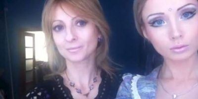 Junto a su madre, Irina Foto:Facebook