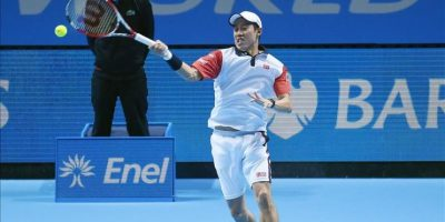 El japonés Kei Nishikori devuelve la bola al británico Andy Murray durante el partido de la ATP World Tour que se ha jugado en el O2 Arena de Londres, Reino Unido. EFE/EPA
