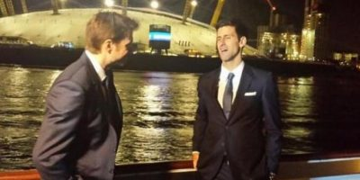 Stanislas Wawrinka y Novak Djokovic disfrutan de una charla nocturna. Foto:twitter.com/lisawawrinka