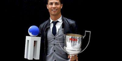 Cristiano Ronaldo con sus nuevos trofeos. Foto:twitter.com/realmadrid