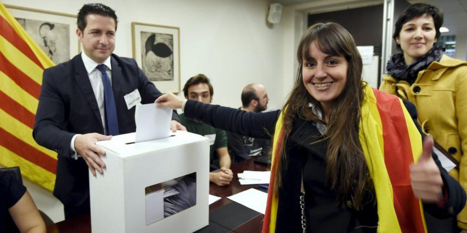 En la consulta se le preguntó si deseaban que Cataluña fuera un estado y si querían que ese estado fuera independiente. Foto:AFP