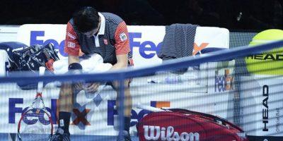 El tenista japonés Kei Nishikori, durante el partido del Masters de Londres disputado ante el suizo Roger Federer en el O2 Arena de Londres, Reino Unido, hoy, martes 11 de noviembre de 2014. EFE