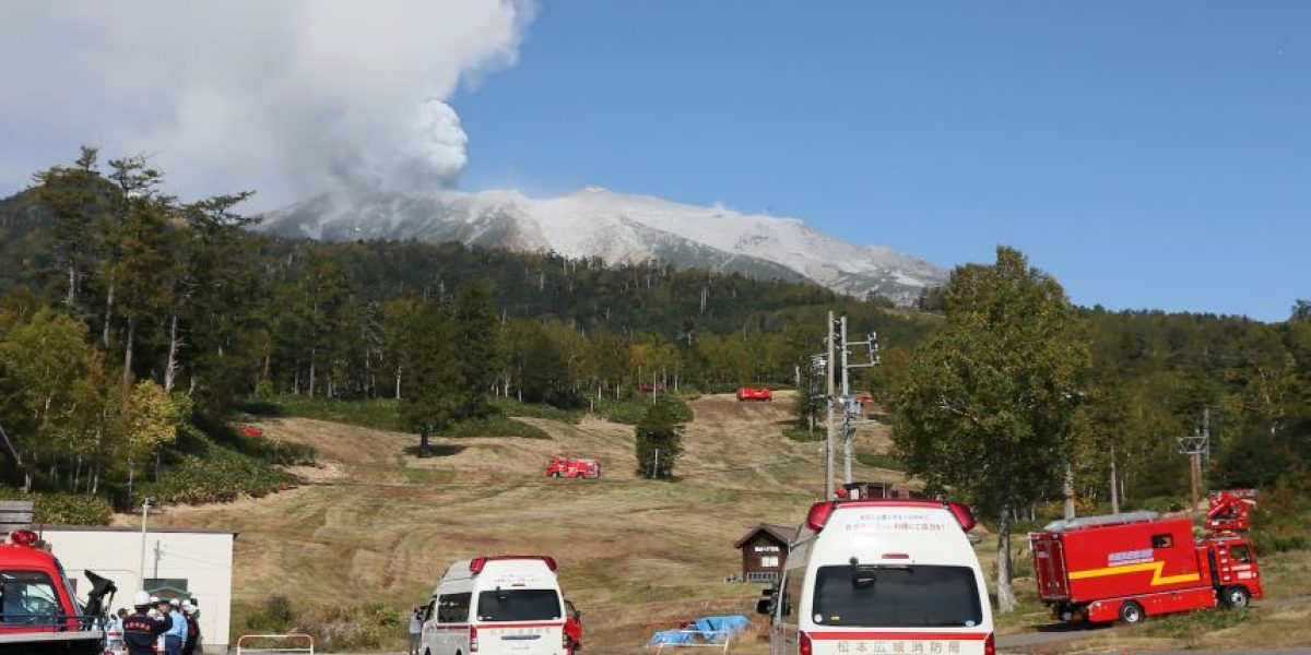 Víctimas de erupción de volcán en Japón murieron al querer tomar fotos