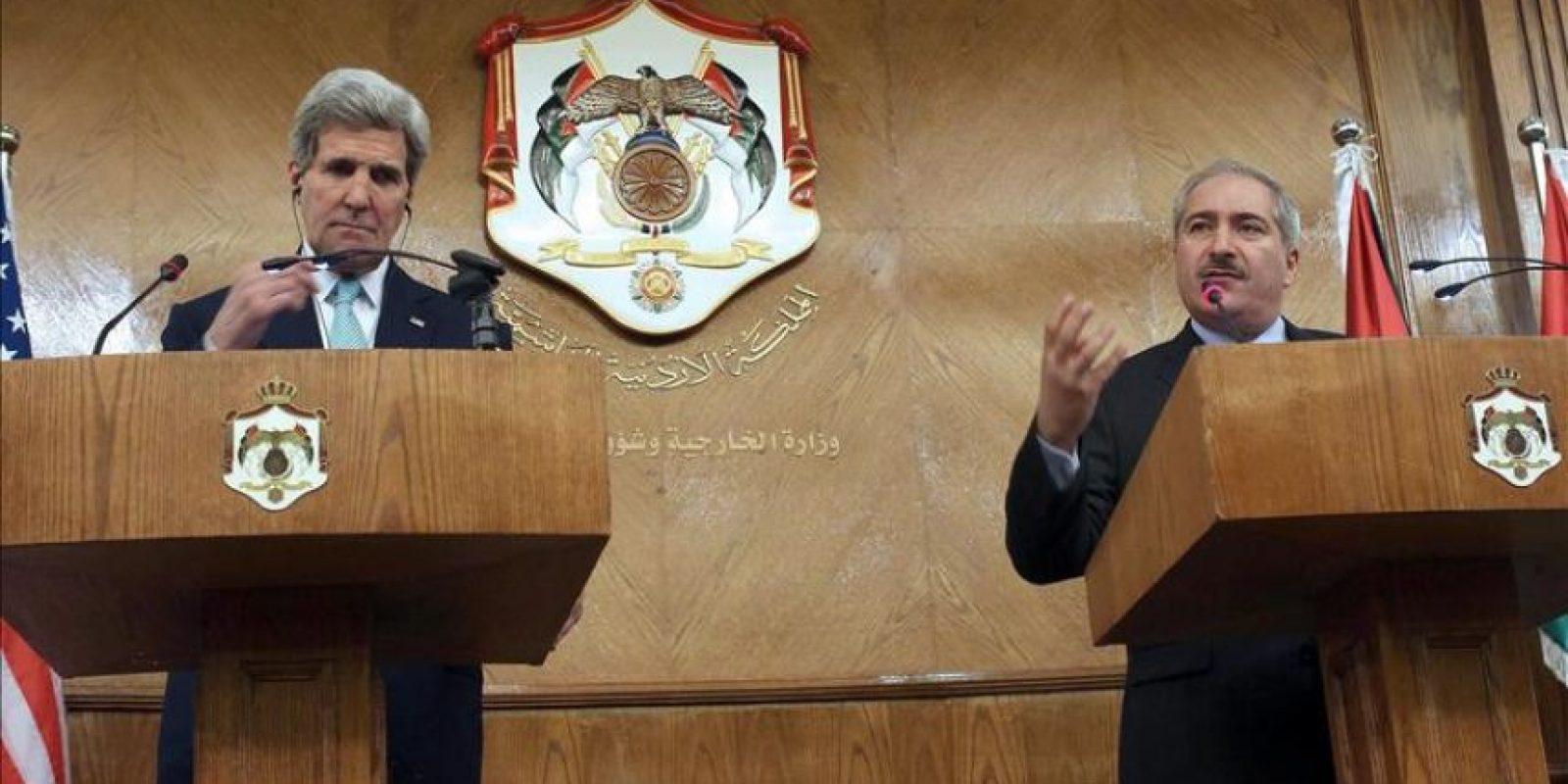 El secretario de Estado de Estados Unidos, John Kerry (i), y el ministro de Exteriores de Jordania, Nasser Judeh (d), hablan en una conferencia de prensa conjunta. EFE
