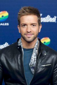 Tiene a su hermano perdido en el cantante español Pablo Alborán Foto:Getty