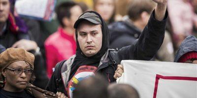 Las autoridades habían establecido áreas para las manifestaciones tanto de los defensores como de los detractores de Zwarte Piet. EFE