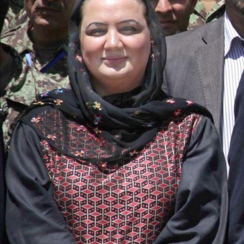 Al menos tres personas murieron y 20 resultaron heridas hoy en un ataque suicida contra la diputada y activista por los derechos de la mujer Shukria Barakzai (en la imagen) en Kabul. EFE