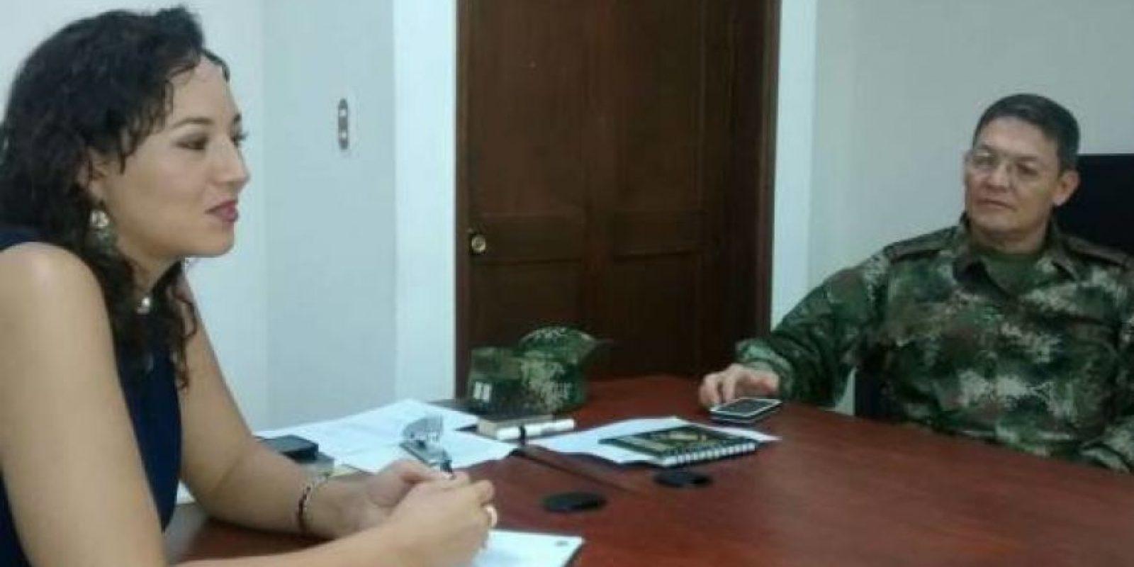 La abogada Gloria Urrego y el general Rubén Alzate. Foto:Colprensa