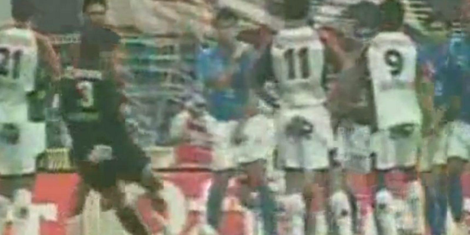 El arquero argentino ha marcado cinco dianas de tiro libre Foto:Youtube:
