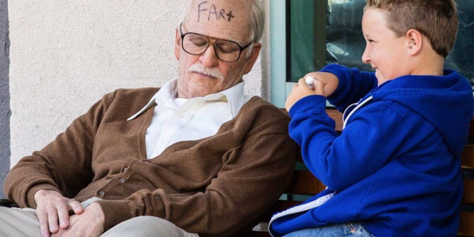 Es un abuelo calavera que hace todo tipo de travesuras con su nieto Foto:MTV