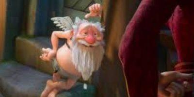 Borracho y coqueto, siempre aporta humor a la película Foto:Disney