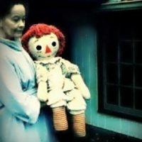 "Se cree que la muñeca está ""atada"" a un espíritu maligno Foto:Warrens.net"