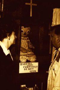 Según los Warren, el demonio atado a la muñeca busca poseer a un ser humano Foto:Warrens.net