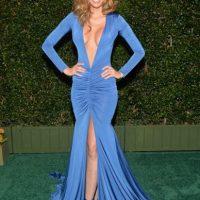 Patricia Zavala, de azul cobalto y mostrando todos sus atributos Foto:Getty Images
