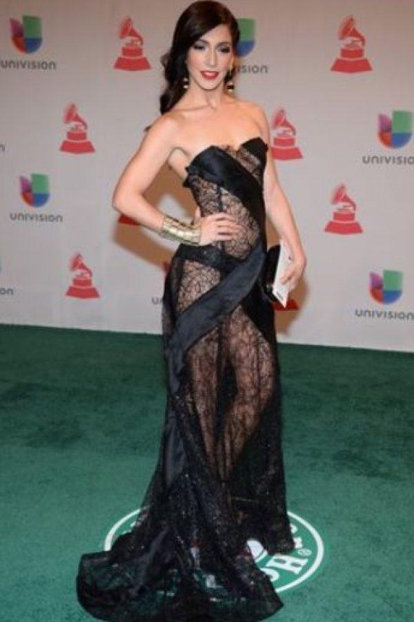 La actriz Laura Alemán con un vestido con estructura que quería ser sexy a la vez Foto:Getty Images