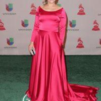 Mónica Navarro trató de dar otra estética a su vestido, pero falla el material, el color y la ejecución Foto:Getty Images
