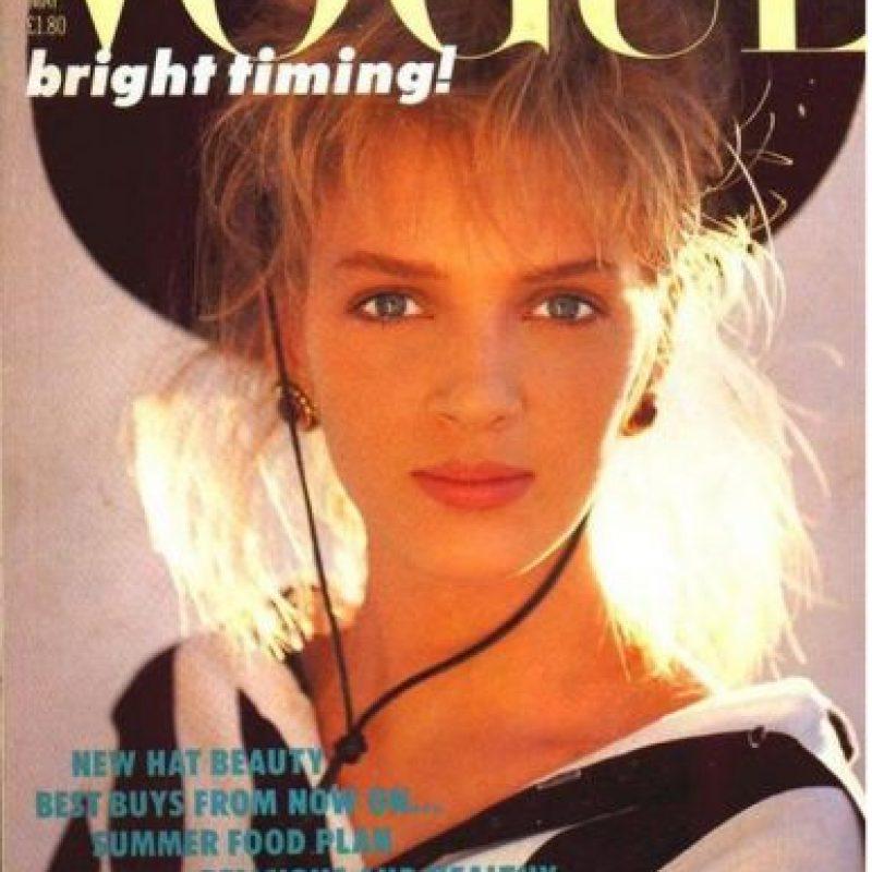1985, Uma Thurman comenzó su carrera como modelo a los 15 años. Firmó un contrato con Click Models y en 1985 apareció en la portada de la edición británica de Vogue Foto:Vogue