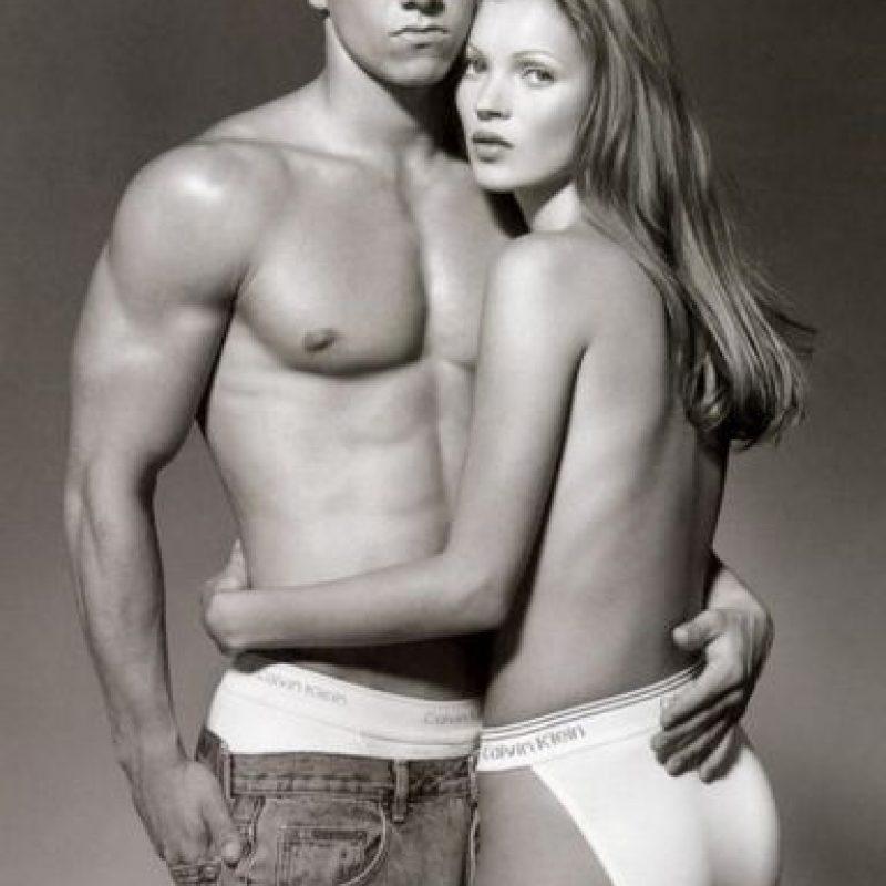 1991, Mark Wahlberg saltó a la fama junto con Kate Moss en esos icónicos ads de CK Foto:Calvin Klein