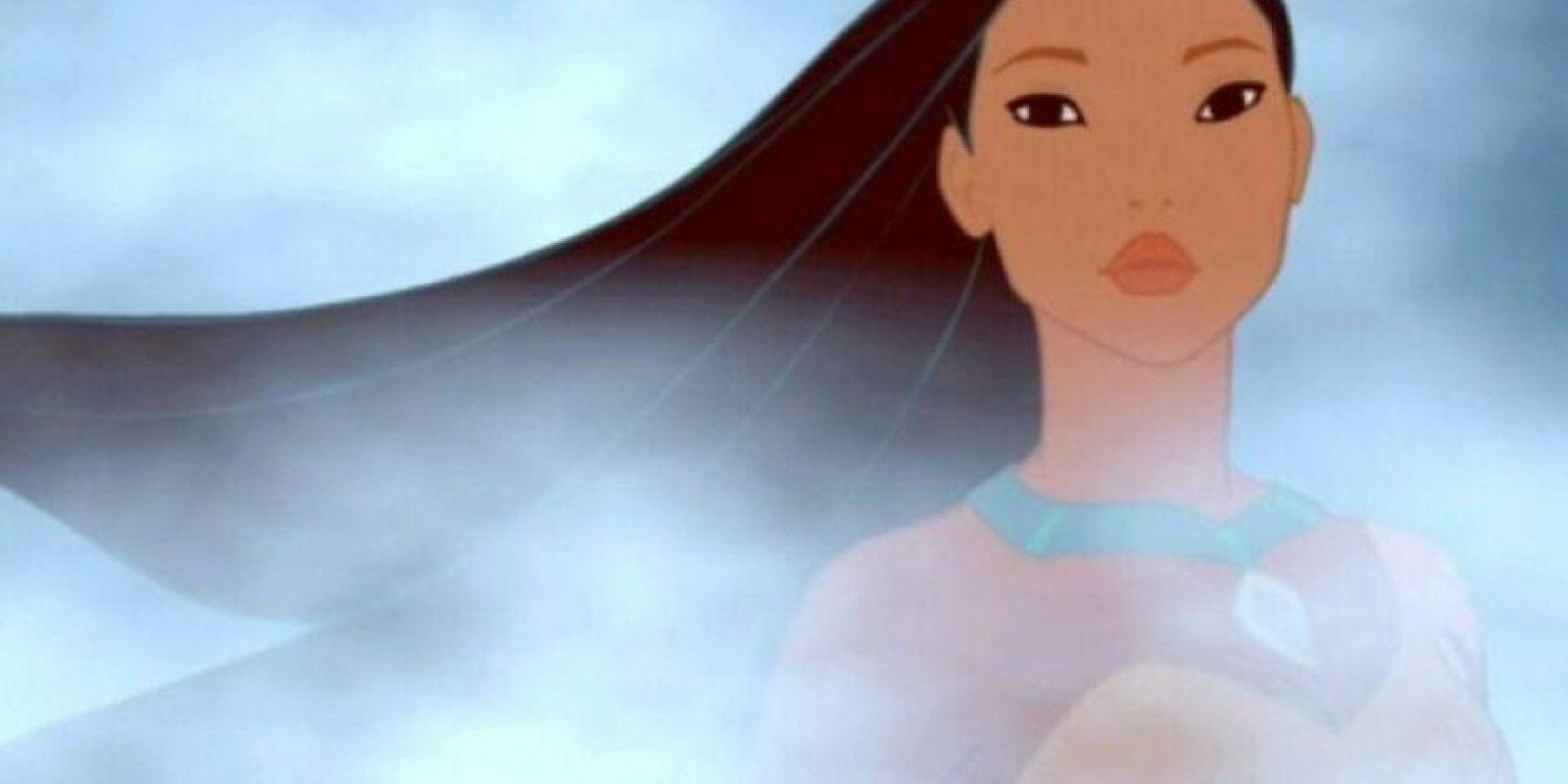 3. Pocahontas. Ella puede sobrevivir en la naturaleza. Ella va más allá de los límites raciales. Además, también adquirió esta clase de habilidad misteriosa para simplemente saber las cosas y entender el mundo. Ella realmente debería iniciar una religión. Yo me apuntaría. Foto: Buzzfeed