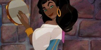 10. Esmeralda (El jorobado de Notre Dame). Esmeralda obtiene puntos extra por ser tan hábil en combate y defender la justicia – todo eso requiere tener una mente clara y analítica. Pero también cree en eso de la lectura de las manos, y todos sabemos que eso es un montón de mentiras. Foto: Buzzfeed