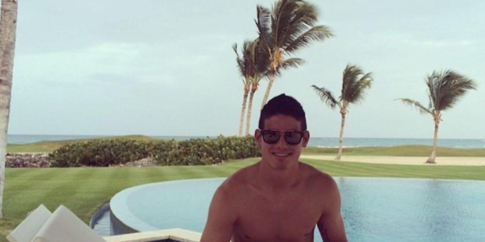 Aquí, relajándose. Todavía no se veía el trabajo físico que tendría con el Real Madrid Foto:Instagram/jamesrodriguez