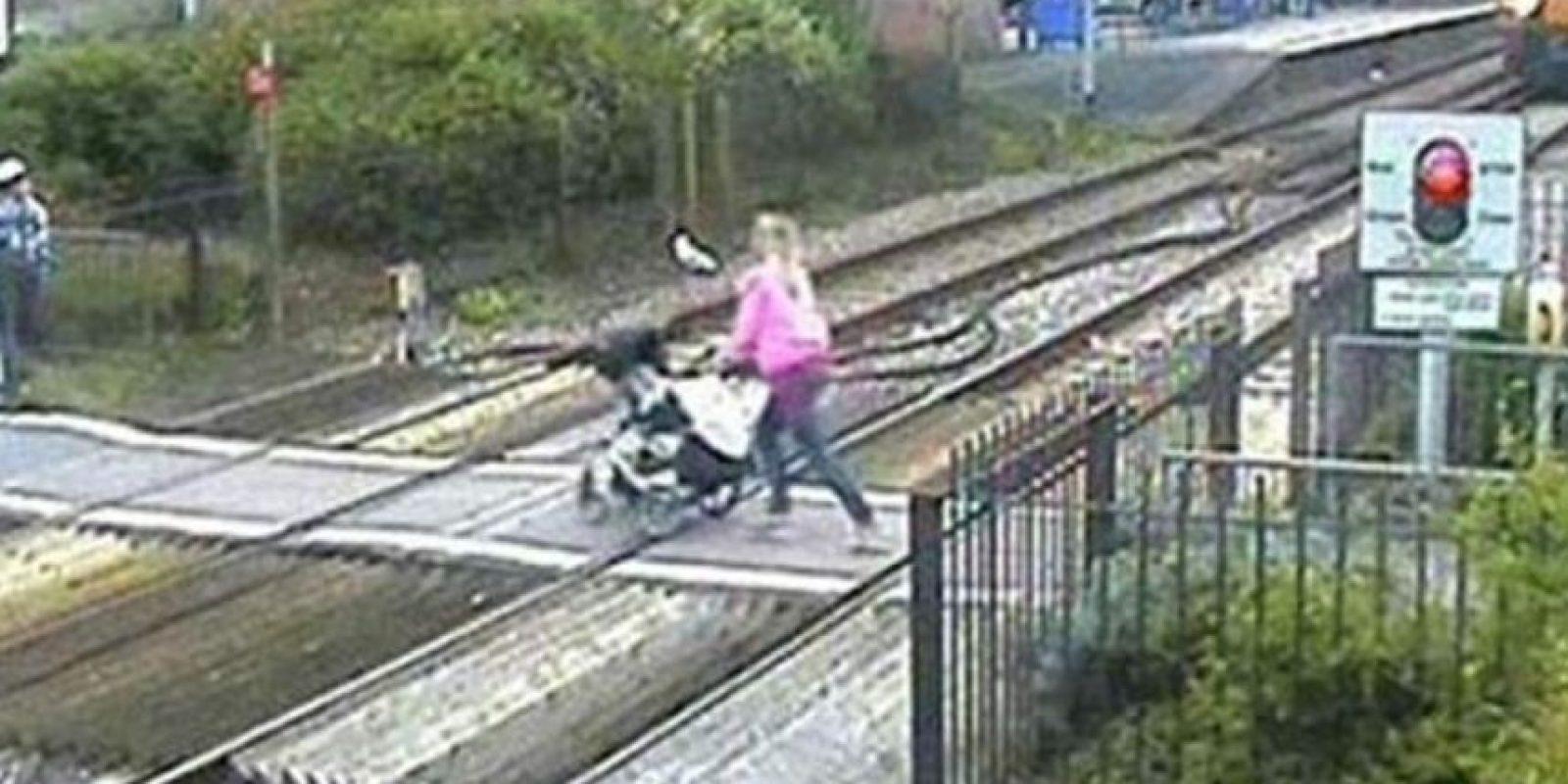 Cruzando el ferrocarril Foto:Facebook