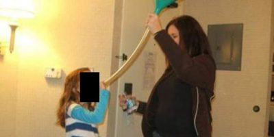 Enseñándole a la nena a beber Foto:Imgur