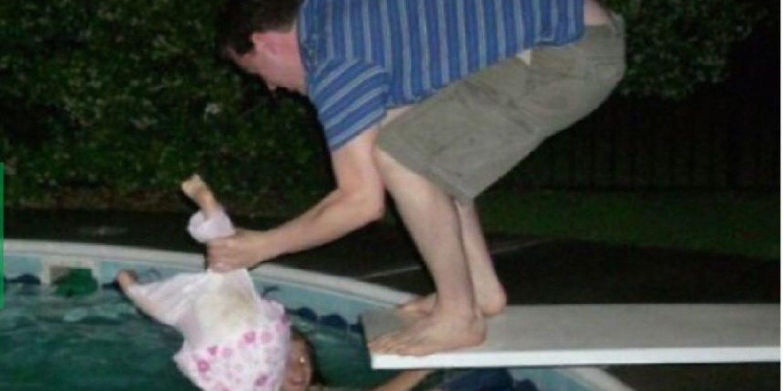 Aprende a nadar, hija mía Foto:Facebook