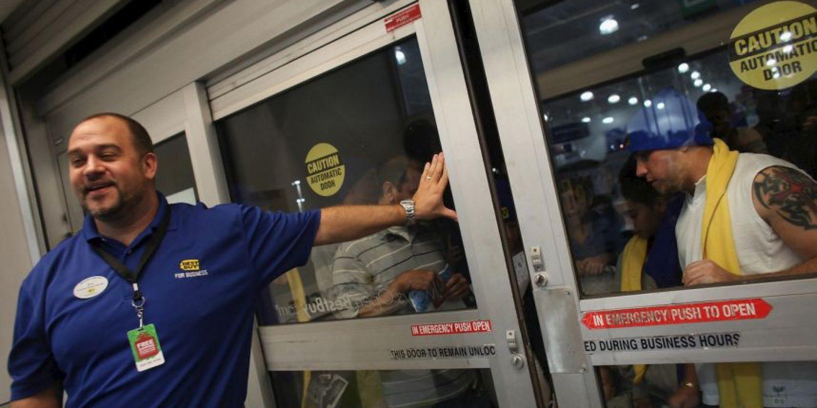 En 2008 una estampida de clientes mató a un empleado de una tienda Wal-Mart en Nueva York. Foto:Getty