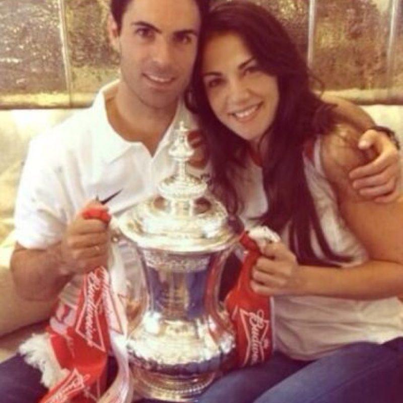 Mikel Arteta y Lorena Bernal. Foto:twitter.com/LoBer99