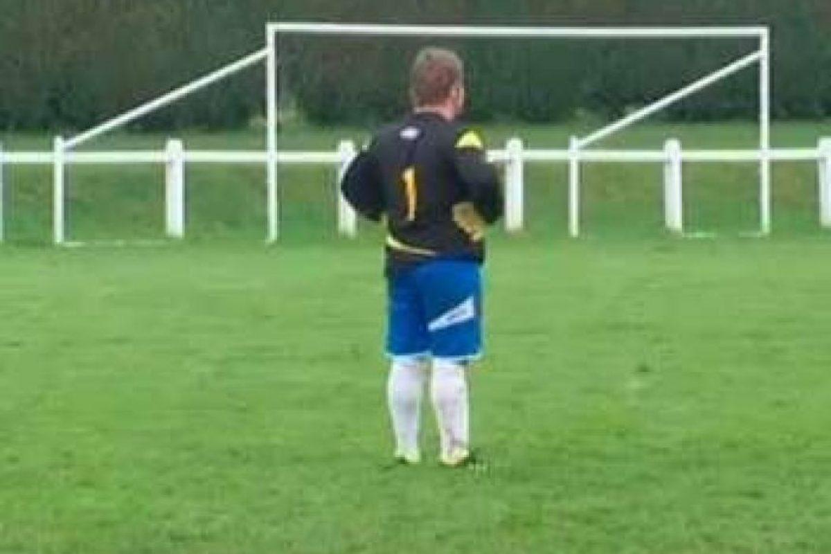 Entonces el presidente del equipo optó por ponerse de portero, cuando su equipo ya caía 5-0 Foto:http://asmg.footeo.com