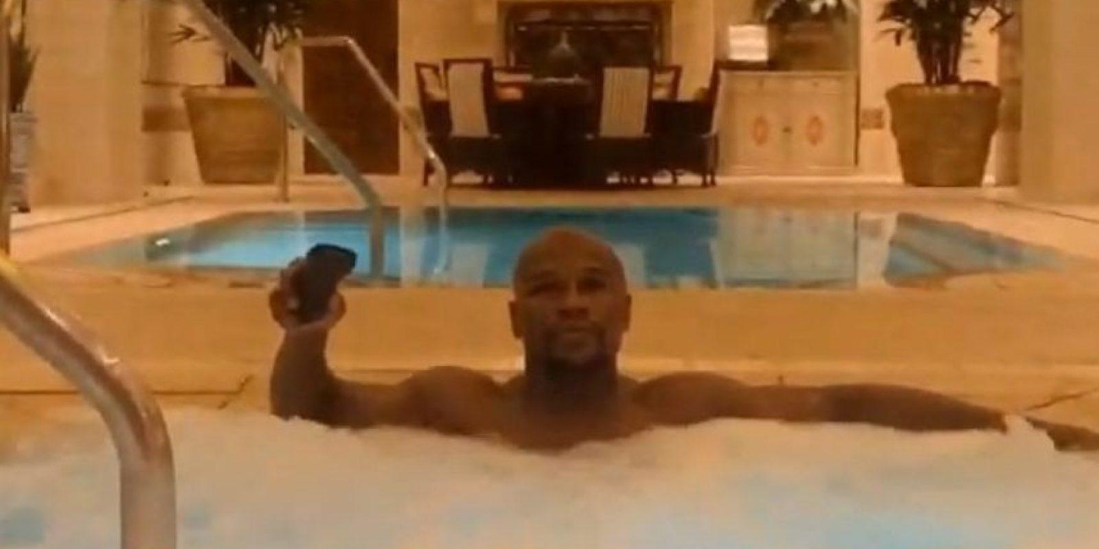 El boxeador presume su lujosa vida en las redes sociales Foto:Instagram: @floydmayweather
