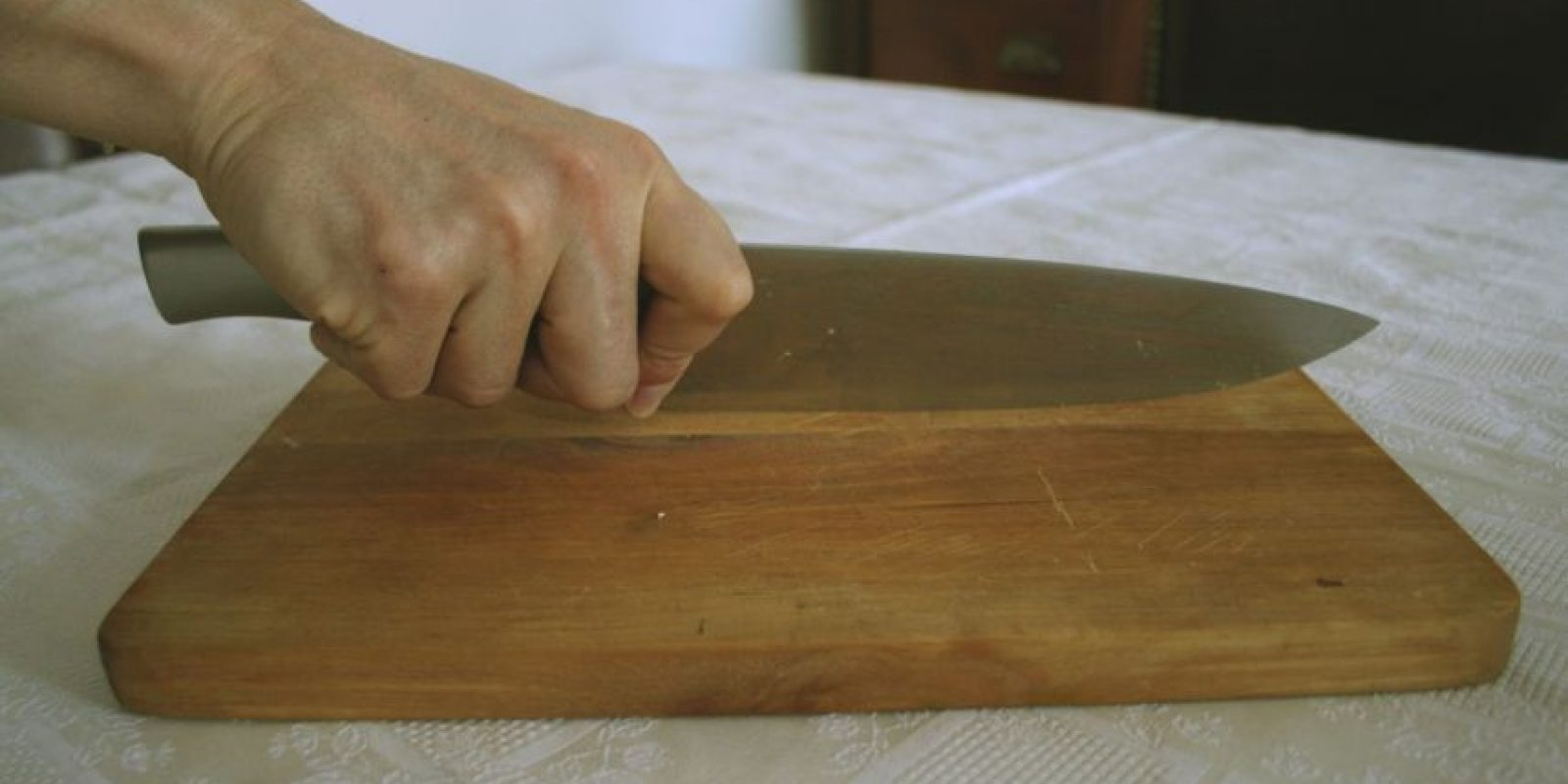 Las tablas de picar, el refrigerador/heladera y las esponjas y paños son focos importantes de microorganismos, según el informe del Consejo de Higiene. Foto:Wikipedia