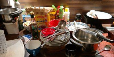Los paños y esponjas para lavar los trastes suelen estar húmedos, con restos de comida o suciedad y esto los convierte en un aliado de las bacterias. Foto:Wikimedia